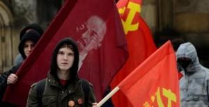Mladí komunisté ze Svazu mladých komunistů Československa (SMKČ)