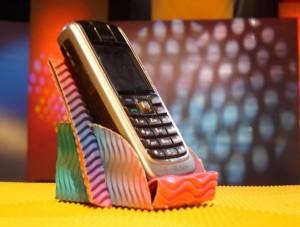 Stojan na mobilní telefon domácí výroby