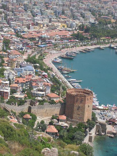 Alanya, Červená věž a přístav