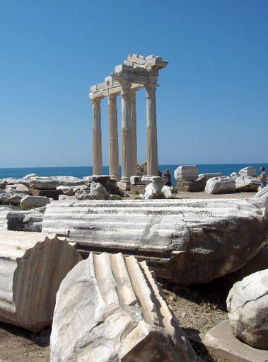 Ruiny Apollónova chrámu v Side